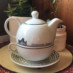Downton Abbey Teapot and Teacup Set